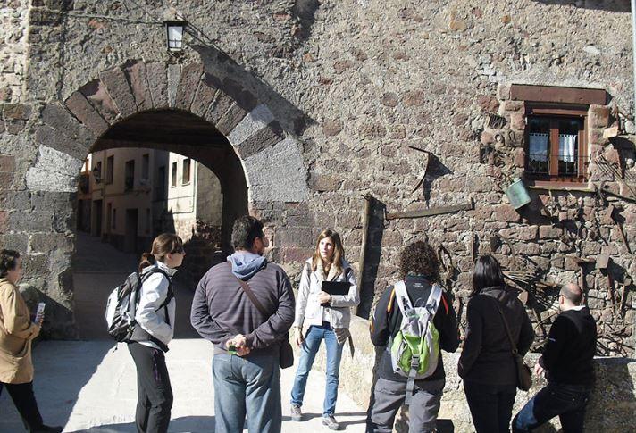 Guided tour - Prades Vila Vermella - Mari Carmen Granados