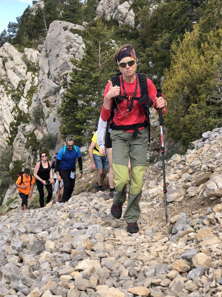 La guia de muntanya Sílvia Rovira al cap davant